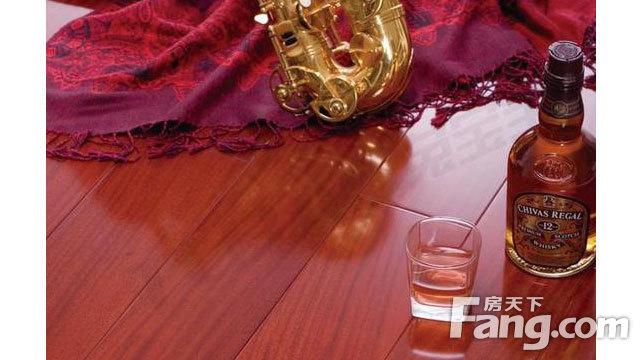 装修地板颜色咋搭配?适合春天的木地板装修效果图